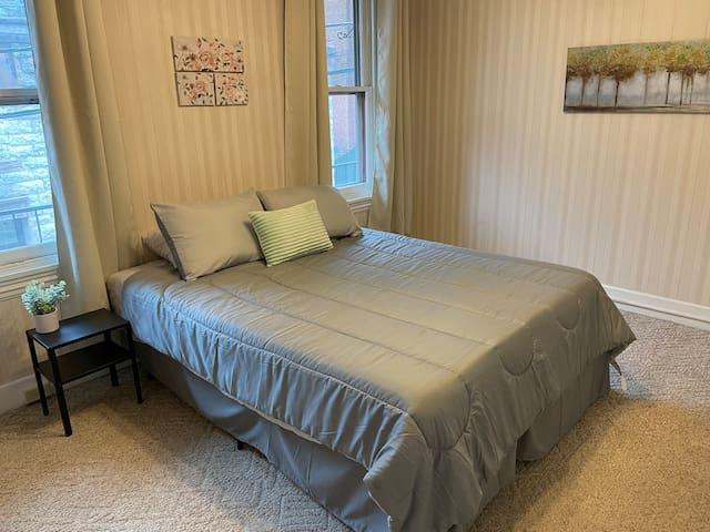 Bedroom 3 w/ Queen