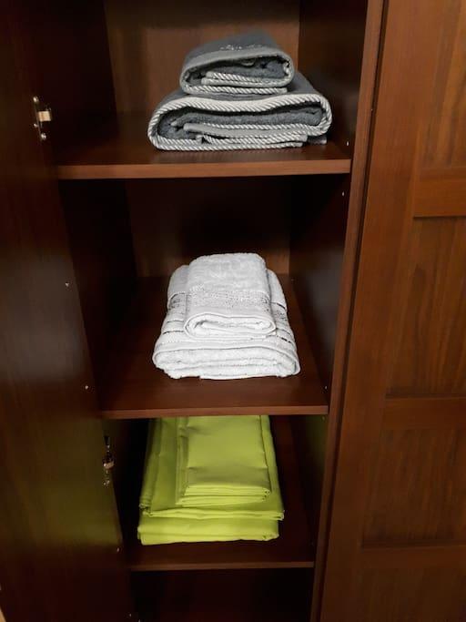 Чистые полотенца и простыни