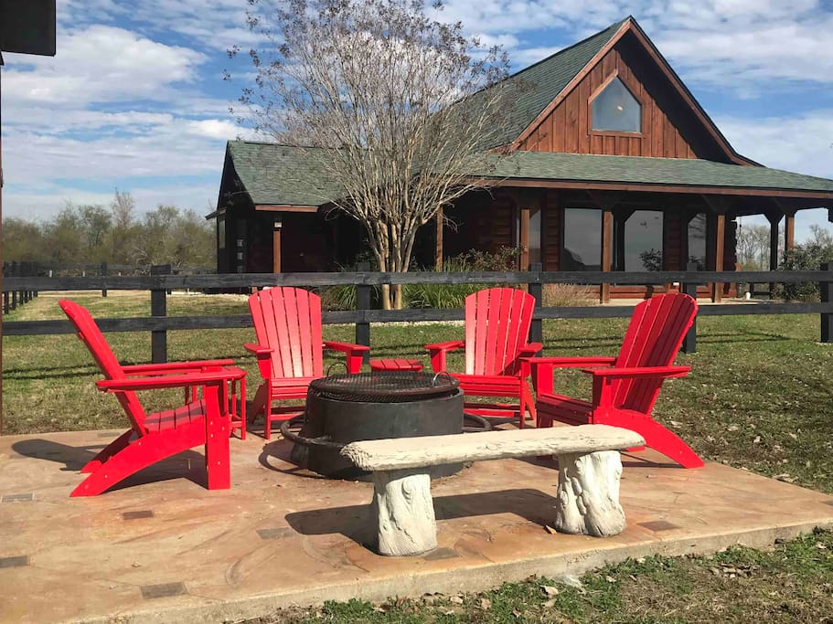 The Log Cabin is on a gated 47 acre ranch with panoramic views. The 3 bedroom, 2 bath cabin has a cathedral ceiling & fully equipped  kitchen.  Enjoy the covered pavilion & fire pit.  Great for romantic get aways & families with children 10 & up.