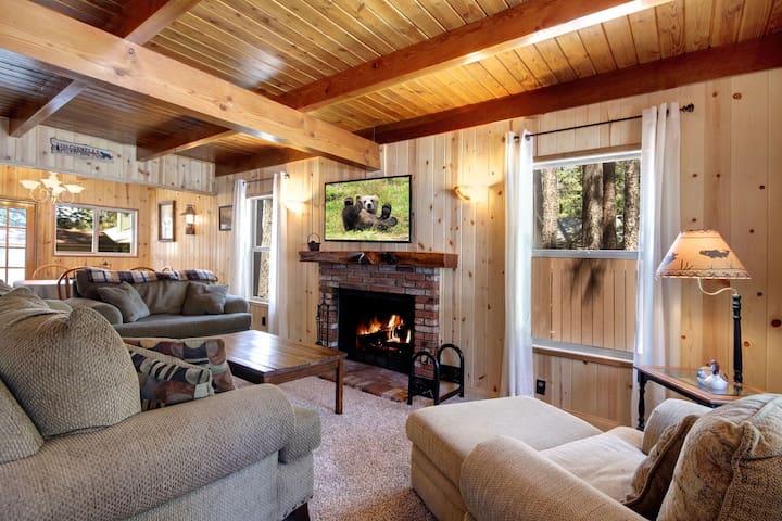 Lower Moonridge Modern Sierra Cabin Hot Tub & Fire
