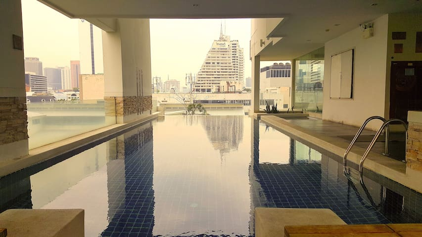 Beautiful Condo at Chong Nonsi BTS! CBD Bangkok! - Bangkok - Apartamento