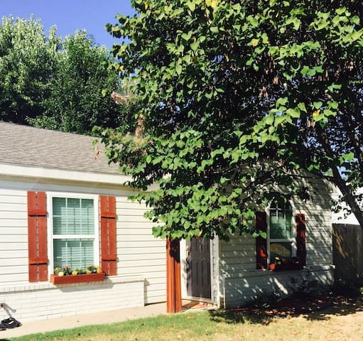 Cozy 2BD home in NWA - Fayetteville - House