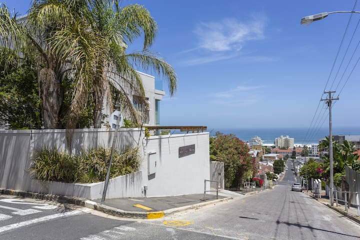 Spacious Sea Point Unit | Cape Town | Free WiFi