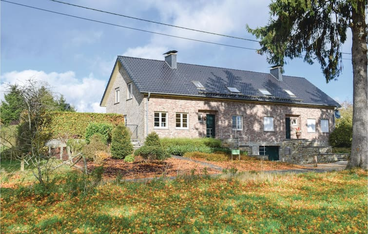 Semi-Detached with 5 bedrooms on 230 m²