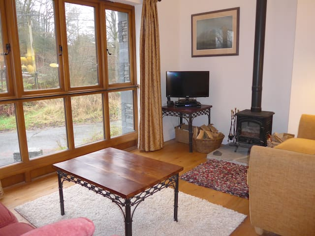 Converted Mill Cottage in Lakeland Hamlet