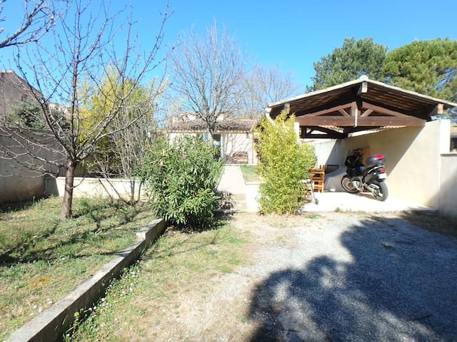Lovely little house in Luberon - Pertuis - House