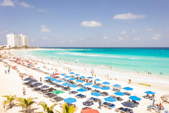 Oceanfront condo in Cancun with high speed WiFi