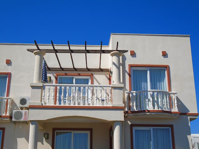 2 BEDROOM APARTMENT ON A COMPLEX WITH 3 POOLS