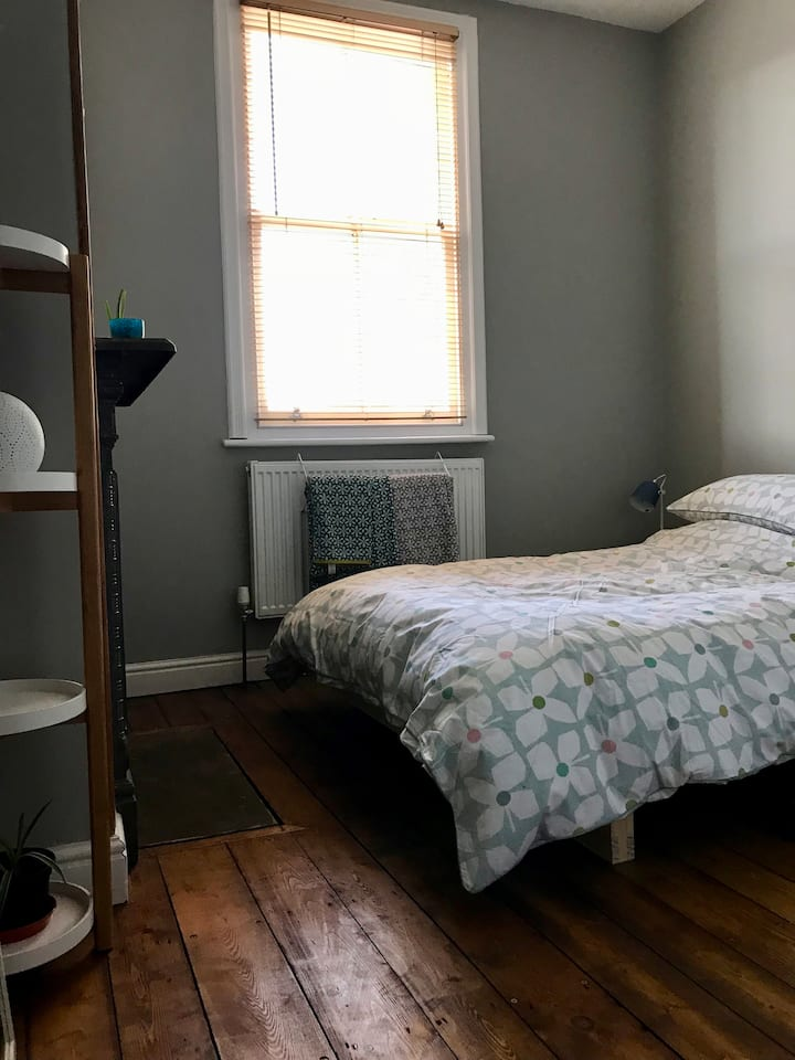 Private bijou double room in a Victorian townhouse