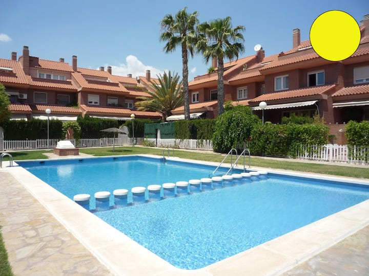 The Summer Mzk-House with Pool & BBQ /Yellow
