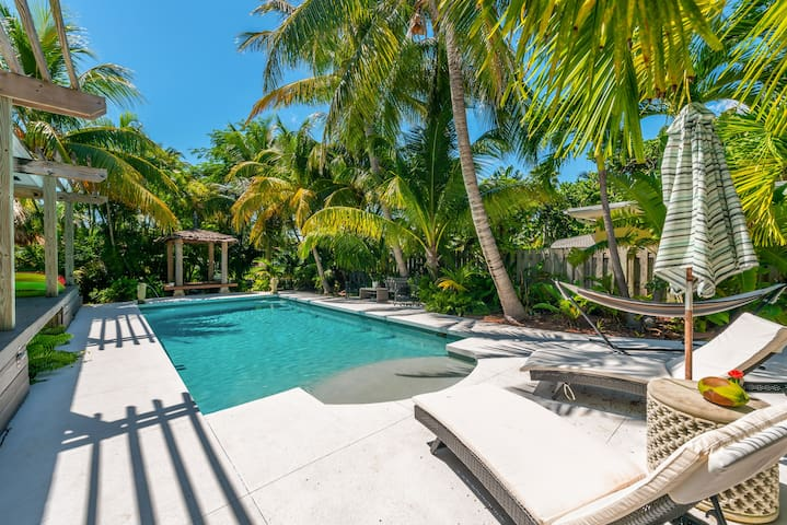 Miami Beach Waterfront Home Heated Pool Sleeps 12