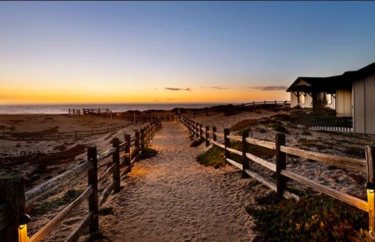 Monterey / Marina, CA 2 BR Condo - Marina