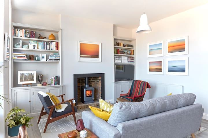 Spacious beach front apartment with stunning sea views