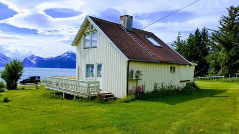 Lyngen Arctic View- Nordlys og topptur paradis!