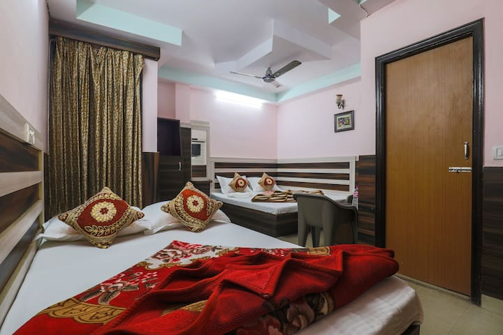 Affordable Group Stay for 4 in Paharganj near NDLS