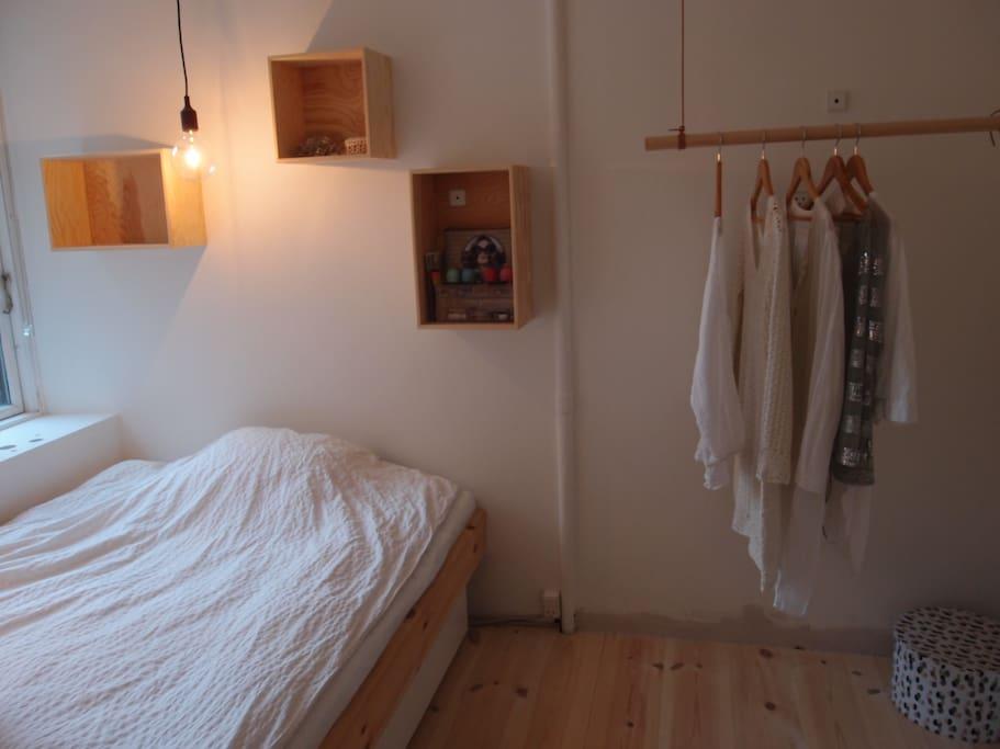 nice tidy little room in sterbro wohnungen zur miete in kopenhagen d nemark. Black Bedroom Furniture Sets. Home Design Ideas