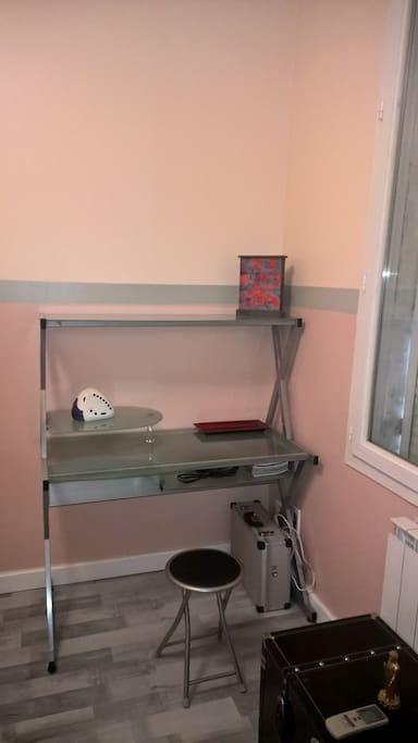 chambre avec bureau