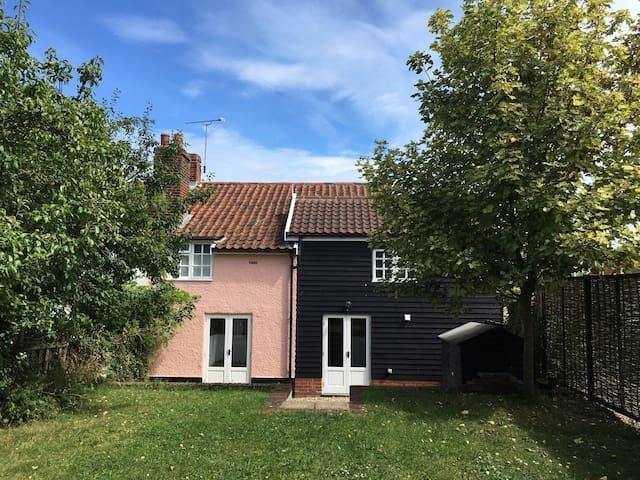 Charming Suffolk Cottage
