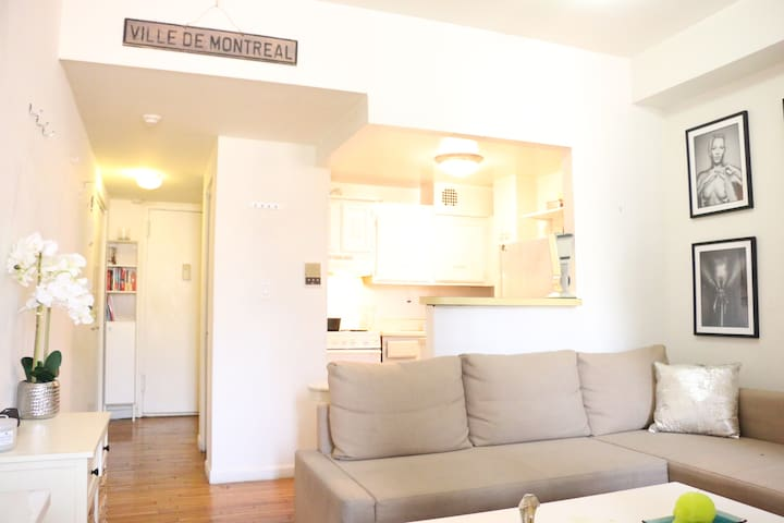 Clean Studio Sleeps 4 -AMAZING West Village!