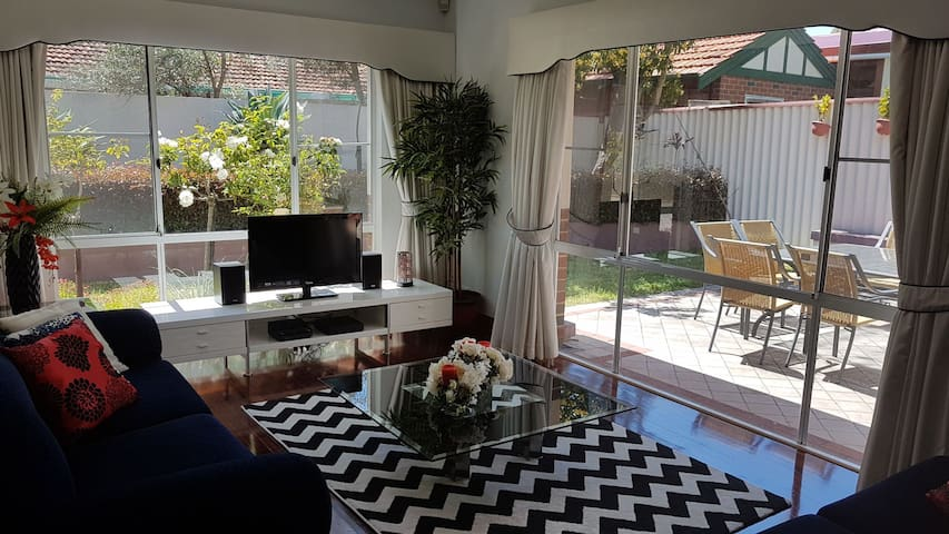 South Perth Serenity 4 Bdrm Fabulous House