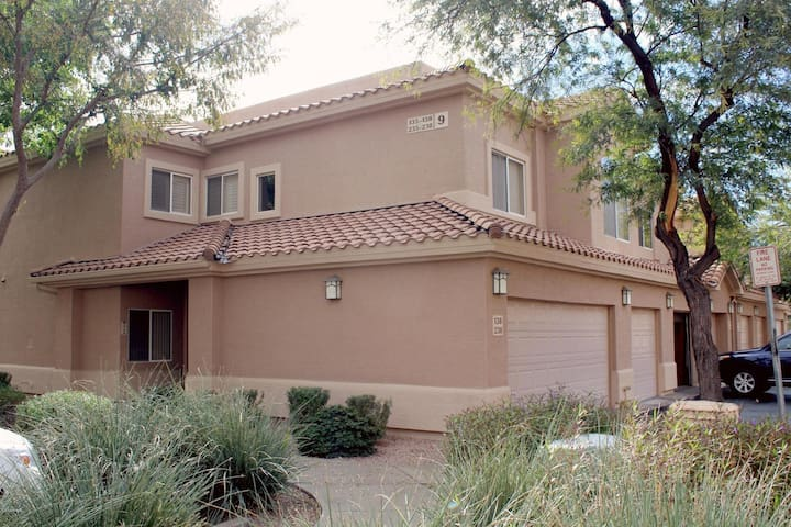 Well-appointed 3 bedroom, 2 bath condo in Mesa