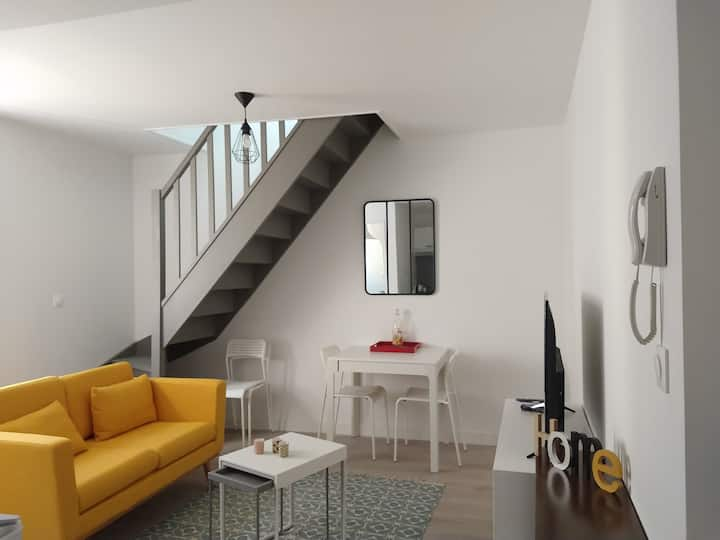 Appartement F2 duplex, confortable, centre ville.