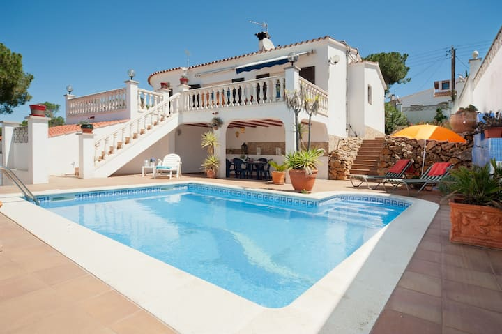 Daro: Villa with private pool and garden.