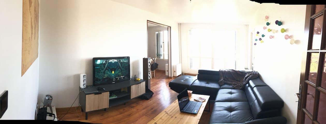 Grande chambre dans appartement calme et lumineux!