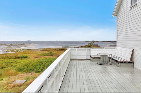 Feriehus rett ved havet/House w/ amazing location