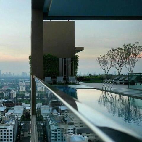 One sweet bed Apartment near sky train Bangkok