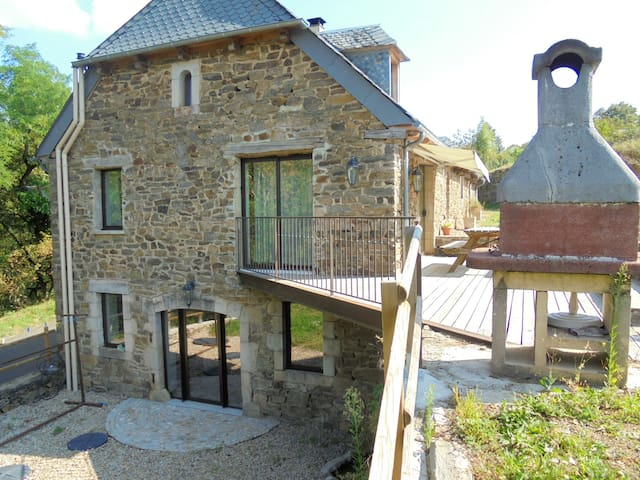 House with 4 bedrooms in Castelnau-de-Mandailles, with wonderful mountain view and furnished garden - 25 km from the slopes