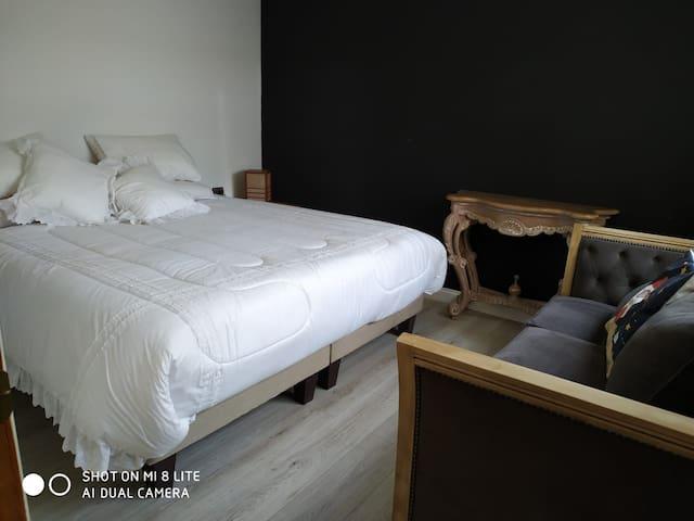 Dormitorio doble con cama King (con desayuno)