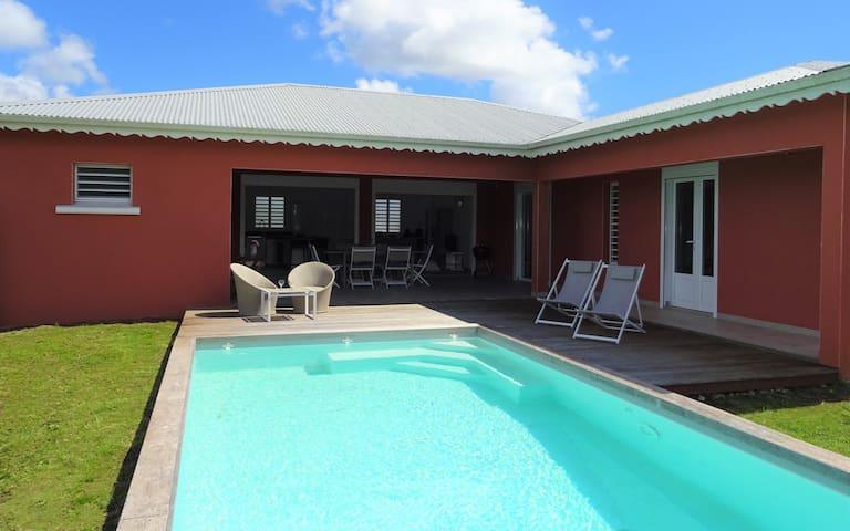 Villa 4 chambres avec piscine idéalement placée
