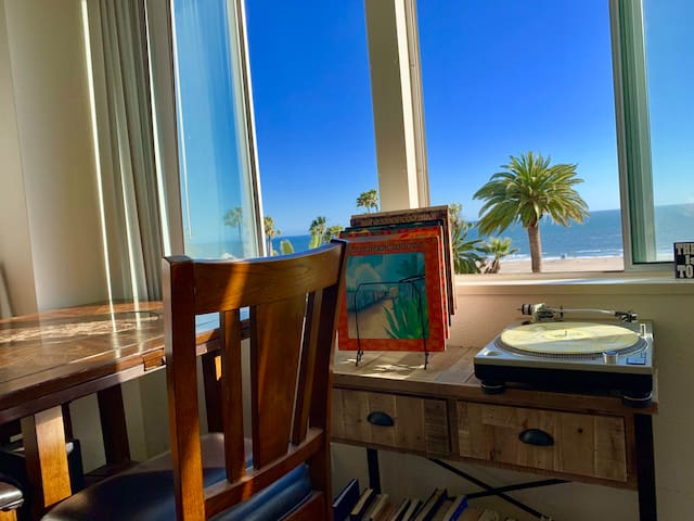 1br/1ba on the beach in the heart of Santa Monica
