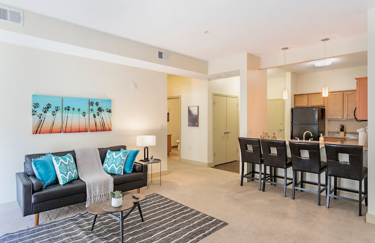 Vibrant 1BR Suite in North Oakland w/ Parking