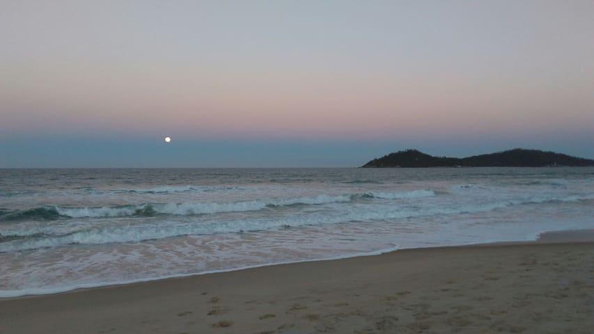 Suíte na praia do Campeche 5 minutos da praia!