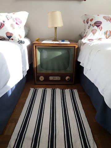 Il comodino vintage, camera 2 letti singoli