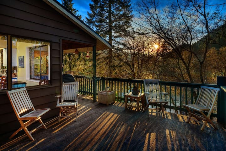 Private & Picturesque Retreat on the Nehalem River - Just 20 Mins to Seaside, Near Hiking/Waterfalls