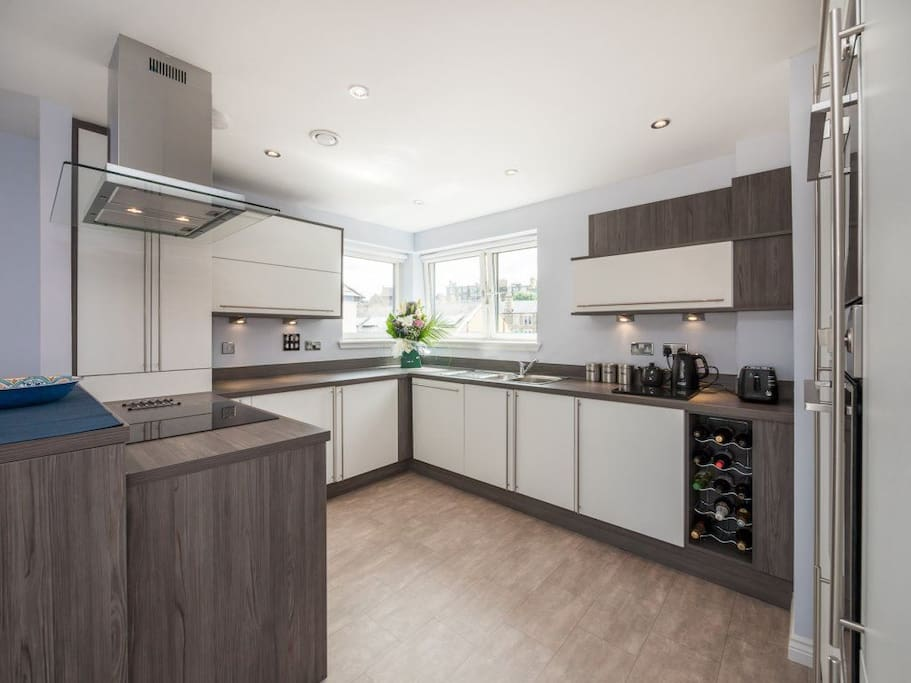 Fully equipped kitchen with brand new appliances incl. fridge freezer, hob and dishwasher