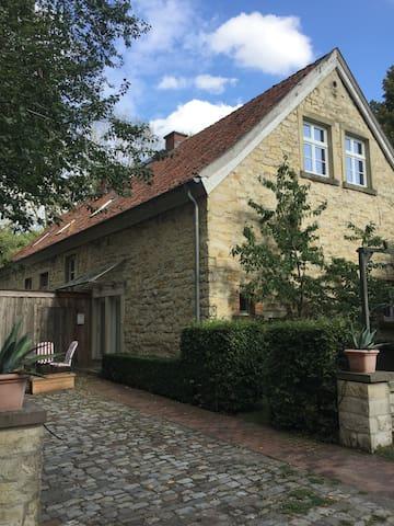 Dachgeschosswohnung in denkmalgeschütztem Wohnhaus