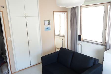 Brightful single room flat next to Turku Cathedral - 图尔库 - 公寓