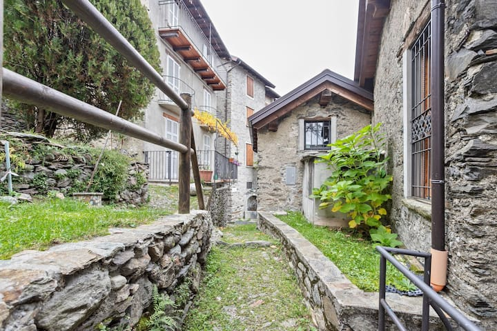 Heavenly Holiday Home in Carcente with Balcony