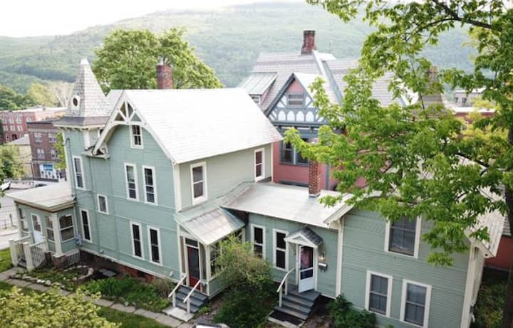 High Street Retreat: Heart of Downtown Brattleboro