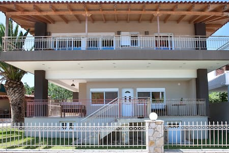 Peggy's Villa, apartment 50sqm with garden and bbq - Kineta