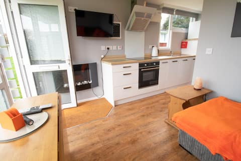 Cosy two bedroom chalet on the Norfolk coast