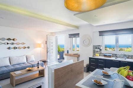 Talos Luxury Deluxe Apartment with Sea View