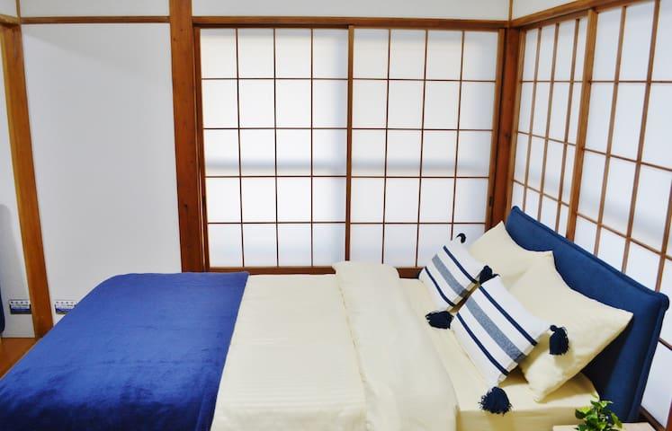 SCHLARAFFIA製セミダブルベット  Semi-double bed