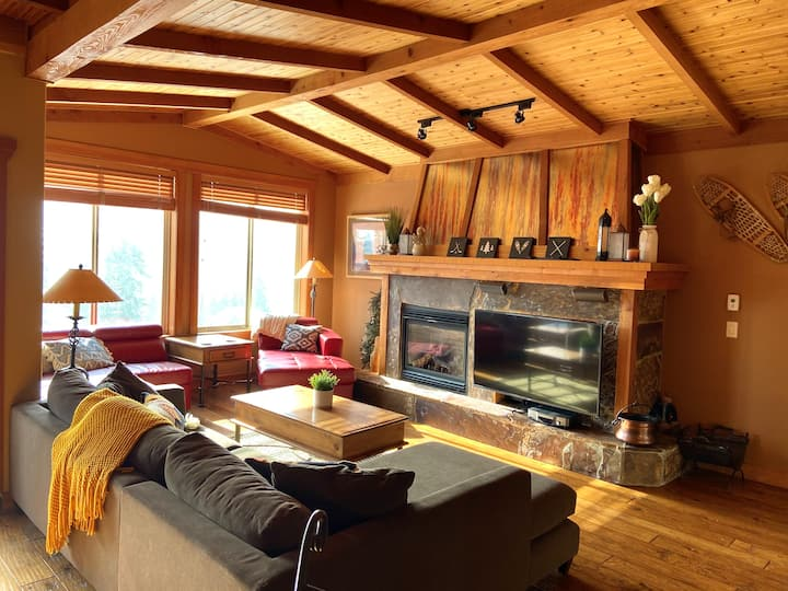 Family-Friendly ★ Ski In/Out, 3BR ★ Hot Tub + View
