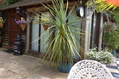 Beautiful room in West Sussex - Billingshurst - West Chiltington - Apartment