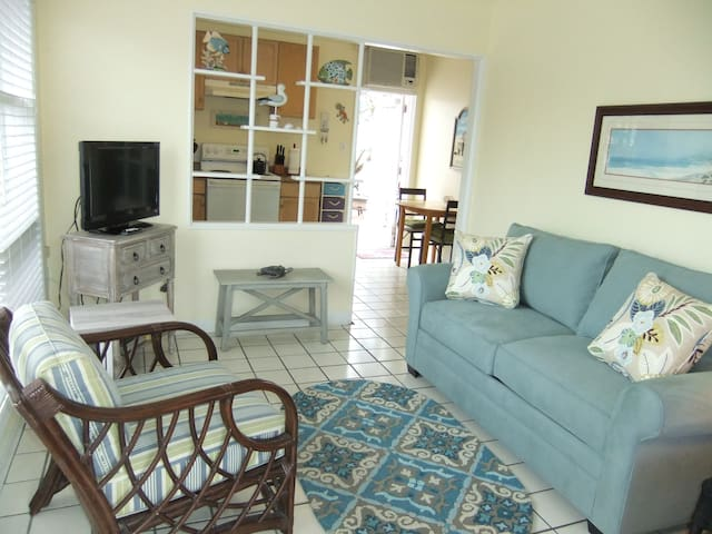 Bright, clean, cozy Siesta Key Cottage! Ebb Tide#1 - Siesta Key - Wohnung